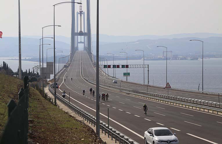 Osman Gazi Köprü Bisiklet ile Geçiş